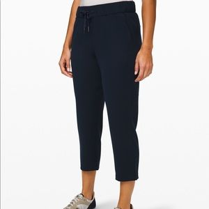 """NWT Lululemon On The Fly Crop *Woven 23"""""""